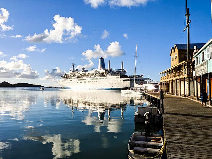 bateau croisière port Antigua